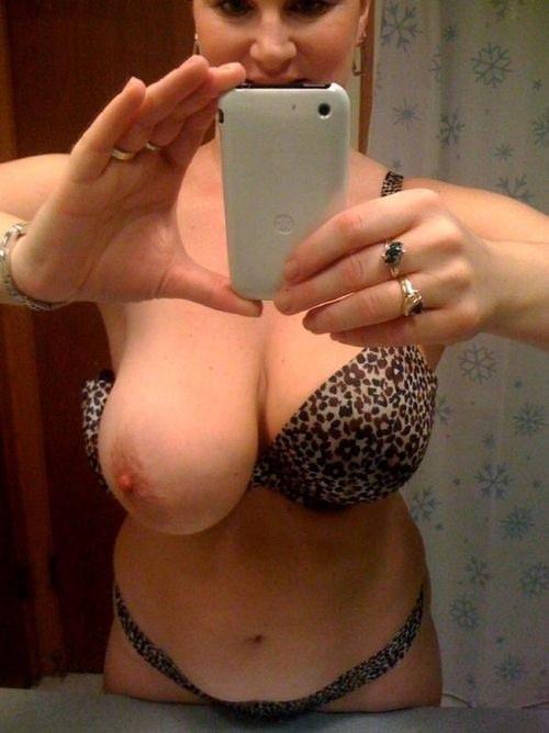 Vient mater une ravissante gonzesse de Caen en web cam sex gratuit